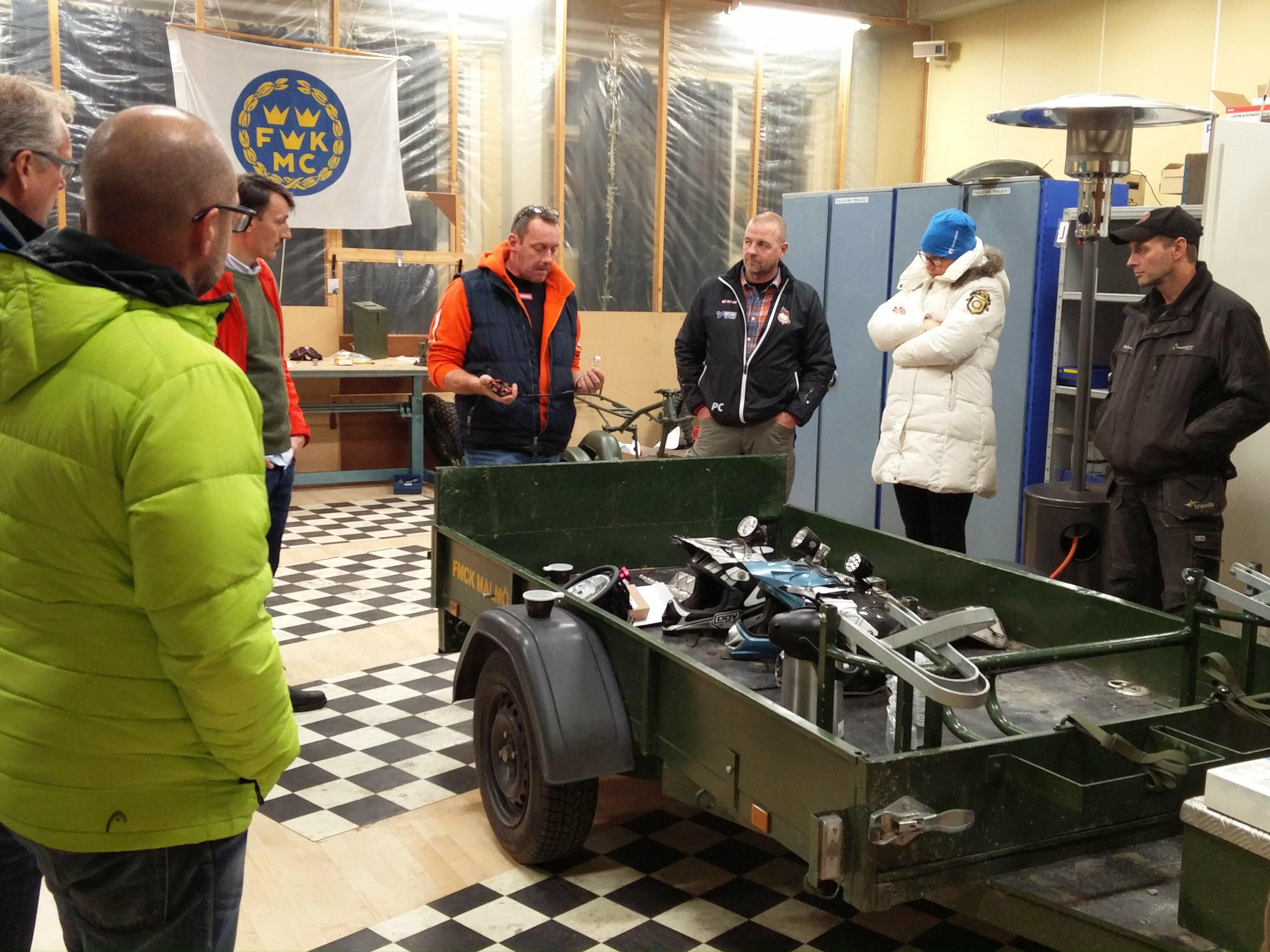 2016-10-13-morkerkurs-robothallen